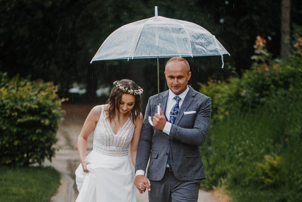 sesja slubna w deszczu zamosc agata marcin 40 1024x683 - Sesja Ślubna w deszczu | Zamość | 13.06.2021