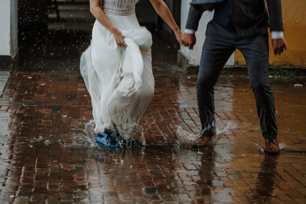 sesja slubna w deszczu zamosc agata marcin 49 1024x683 - Sesja Ślubna w deszczu | Zamość | 13.06.2021