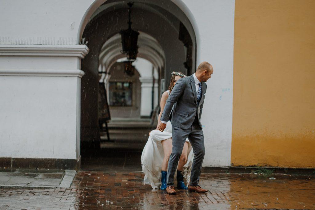 sesja slubna w deszczu zamosc agata marcin 50 1024x683 - Sesja Ślubna w deszczu | Zamość | 13.06.2021