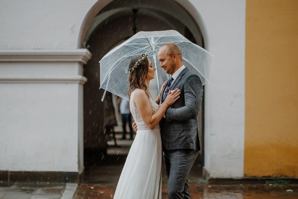 sesja slubna w deszczu zamosc agata marcin 58 1024x683 - Sesja Ślubna w deszczu | Zamość | 13.06.2021