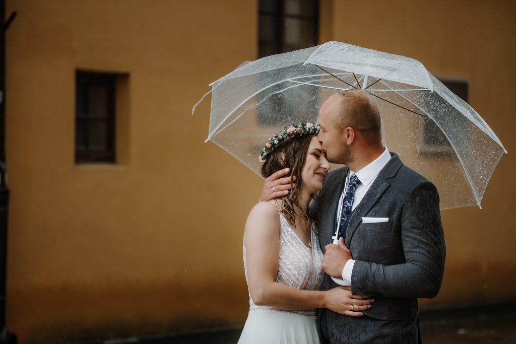 sesja slubna w deszczu zamosc agata marcin 64 1024x683 - Sesja Ślubna w deszczu | Zamość | 13.06.2021